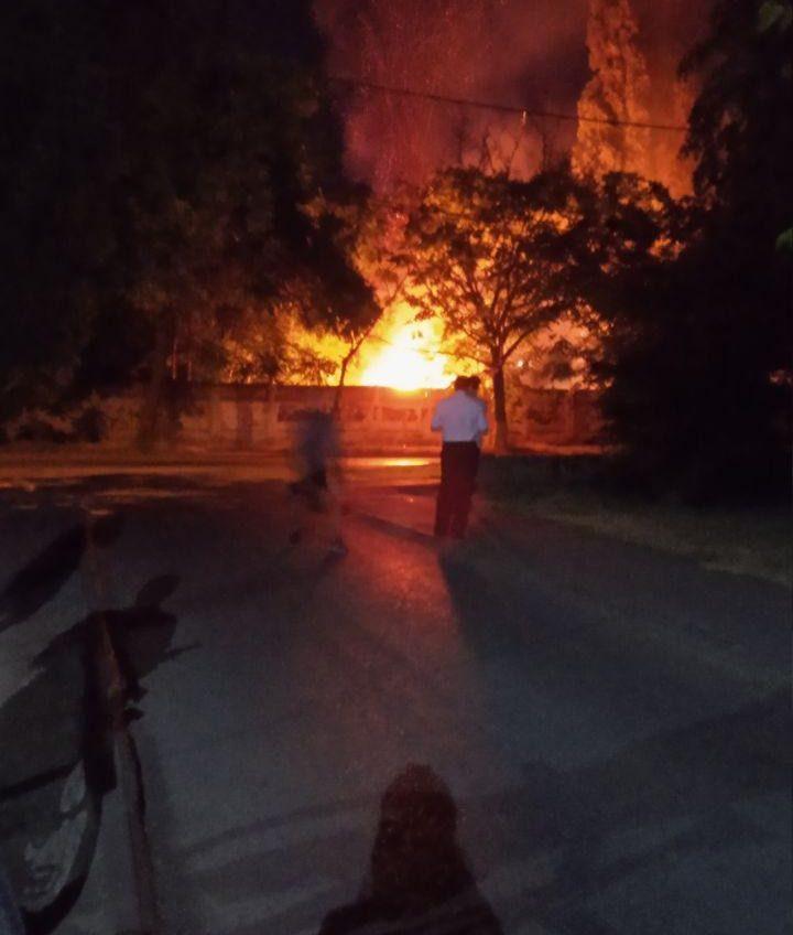 На стройке «Стикона» напротив больницы водников вспыхнул пожар (фото) «фото»