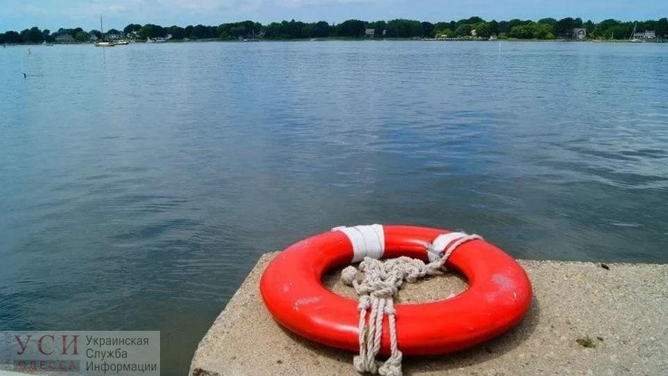 На центральном пляже Черноморска нашли труп «фото»
