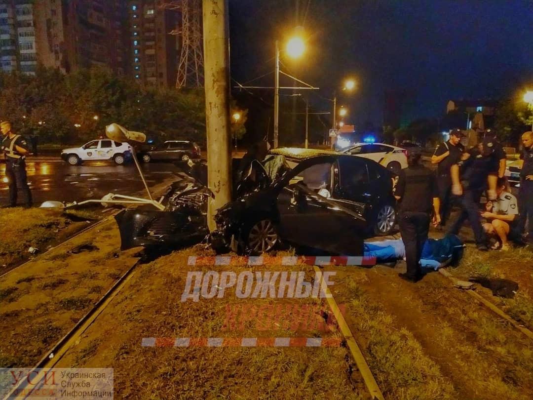Жуткое ДТП на Люстдорфской дороге — авто превратилось в груду металла (фото) «фото»