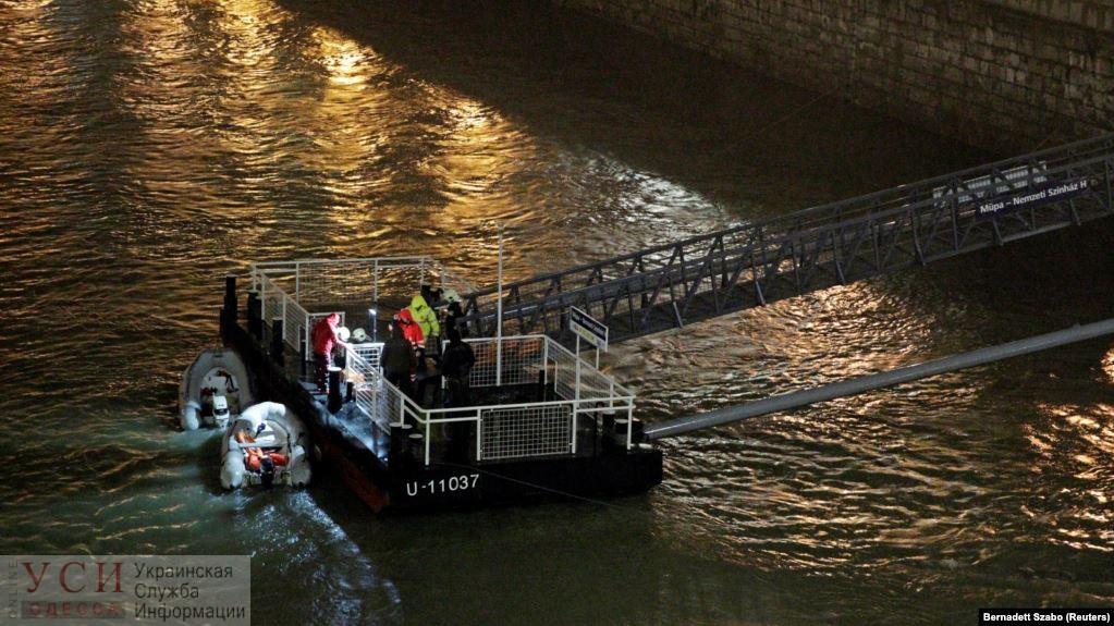 Суд Венгрии арестовал одесского капитана-фигуранта аварии двух пассажирских судов на Дунае, в которой погибли 28 человек (видео) «фото»