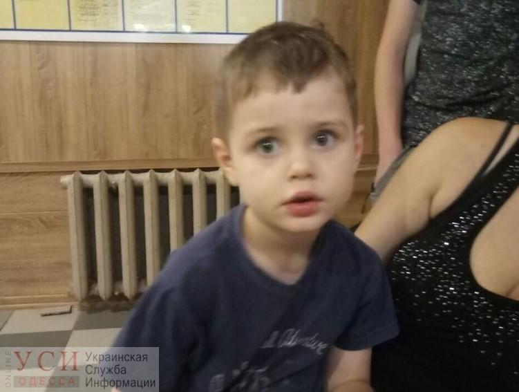 В Одессе нашли 4-летнего ребенка и теперь ищут его родителей (фото) «фото»