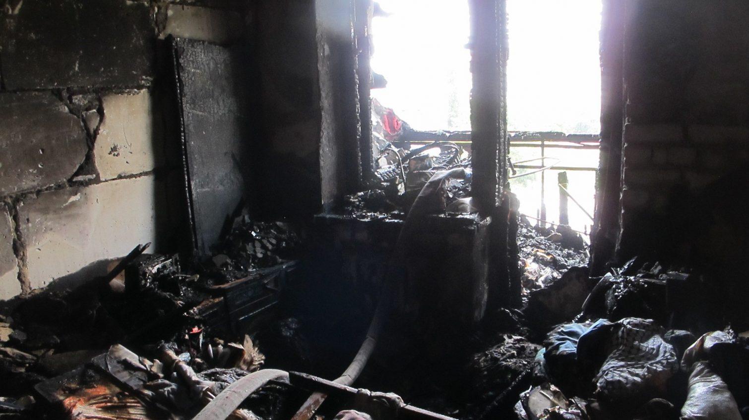 На Таирова горела заваленная мусором квартира в девятиэтажном доме (фото) «фото»