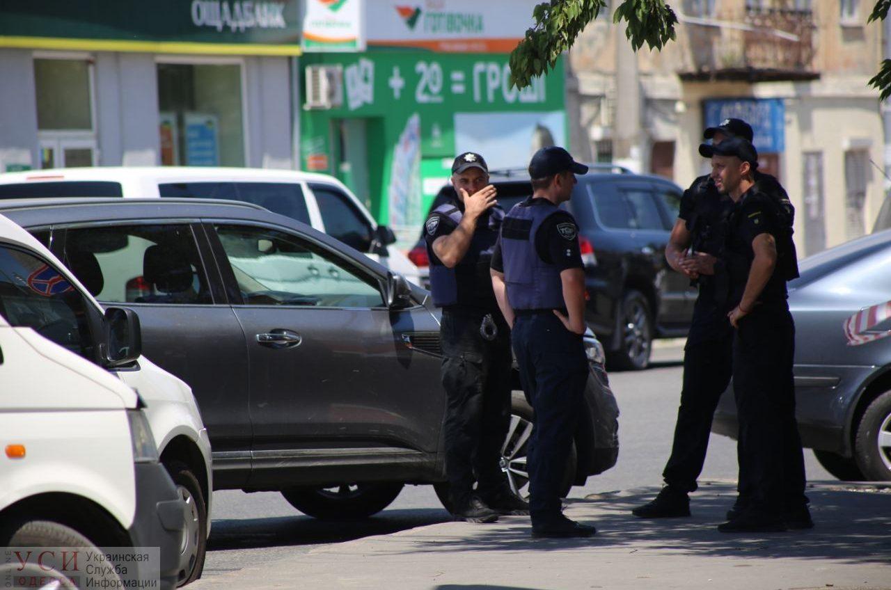 Правоохранители провели штурм ломбарда и взяли преступника – в заложниках находились две сотрудницы (видео) «фото»