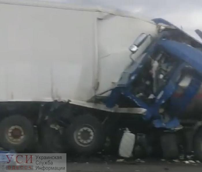 Бензовоз влетел в грузовик на трассе «Киев — Одесса» (видео) ОБНОВЛЕНО «фото»