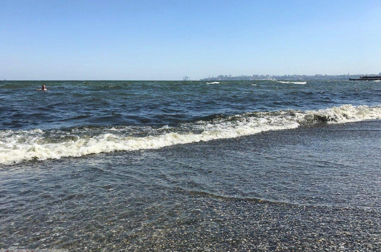 В Лузановке не рекомендуют купаться: морская вода не соответствует нормам «фото»