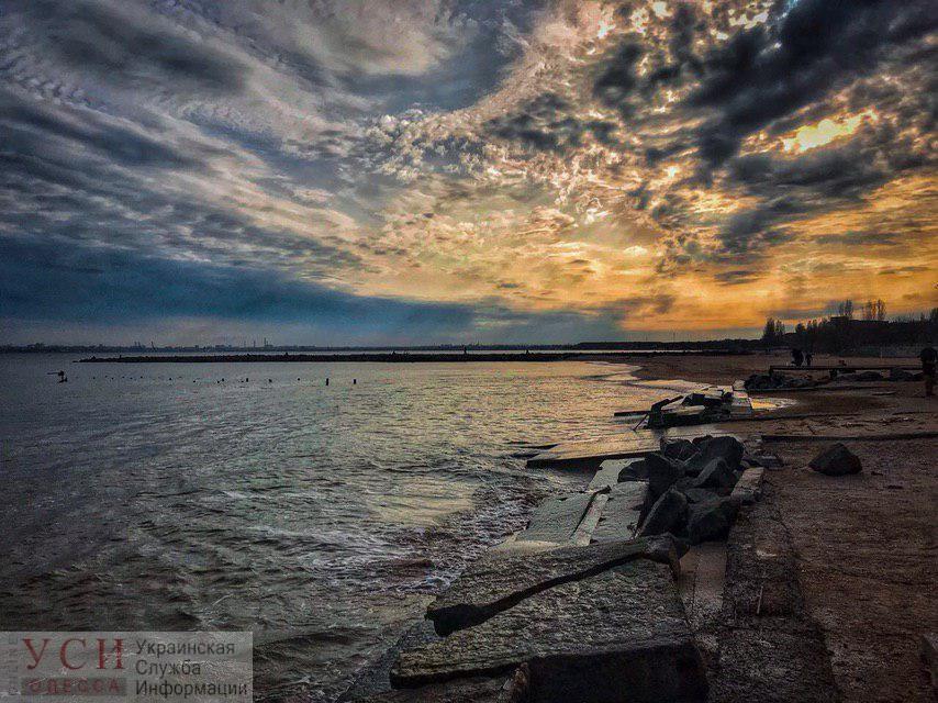 На Одессу надвигается гроза и штормовой ветер «фото»