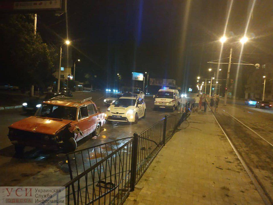 Одесситы вытаскивали людей из перевернувшейся машины: есть пострадавшие (фото, видео) «фото»
