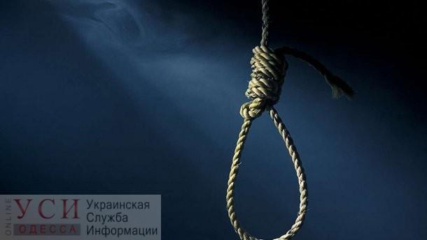 Ночью на Мечникова во дворе обнаружили труп повешенного мужчины (фото) «фото»