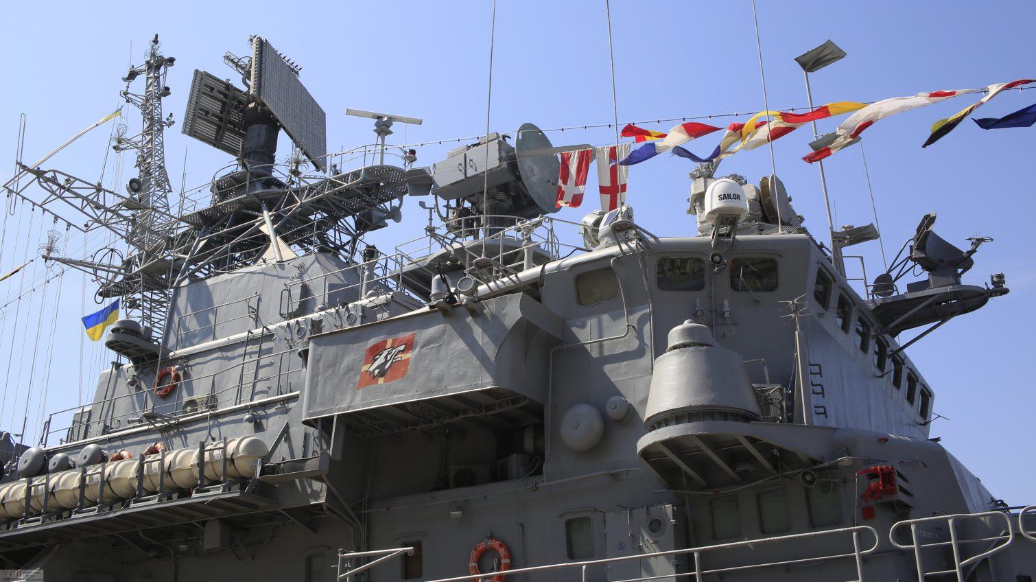 Во время государственных праздников гостей и жителей Одессы приглашают посетить военные корабли (фото) «фото»