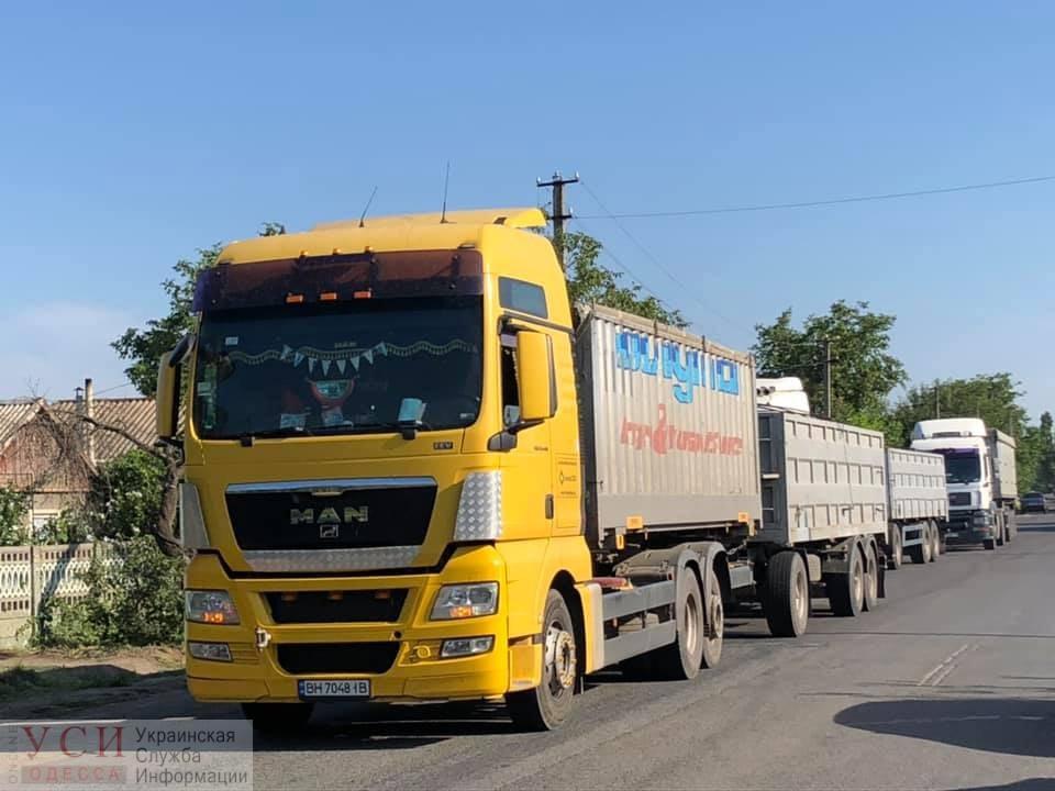 В Раздельнянском районе снова перекрыли дорогу на Балту (фото) «фото»