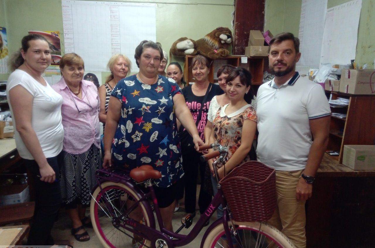«Я почему вредный был»: трем почтальонам Одесской области подарили велосипеды за перевыполнение плана по продаже стирального порошка (фото) «фото»