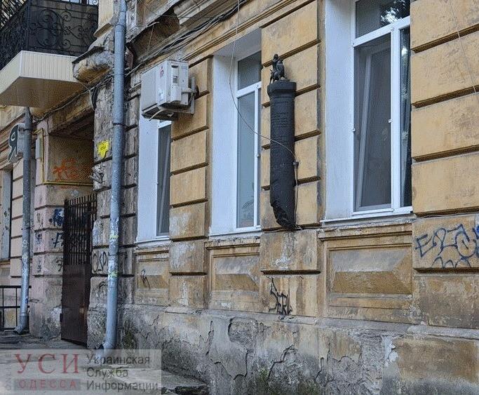 Вандалы украли бронзового «человека, усмиряющего льва» с дома Жаботинского (фото) «фото»