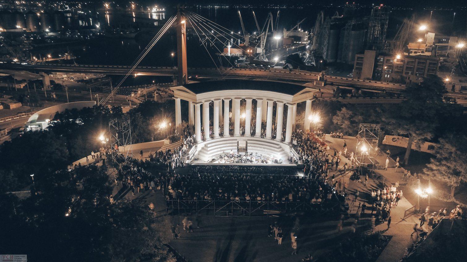 После трехлетнего ремонта в Одессе торжественно открыли колоннаду Воронцовского дворца (фото) «фото»