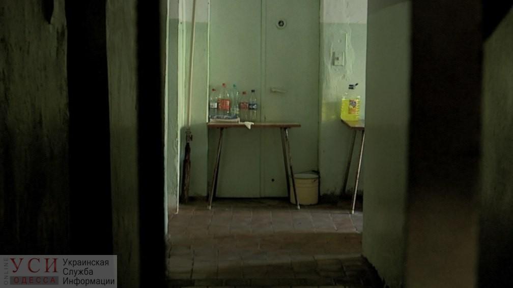 В пищеблоке раздельнянской больницы, где вчера прогремел взрыв, продолжают готовить еду для пациентов (фото) «фото»