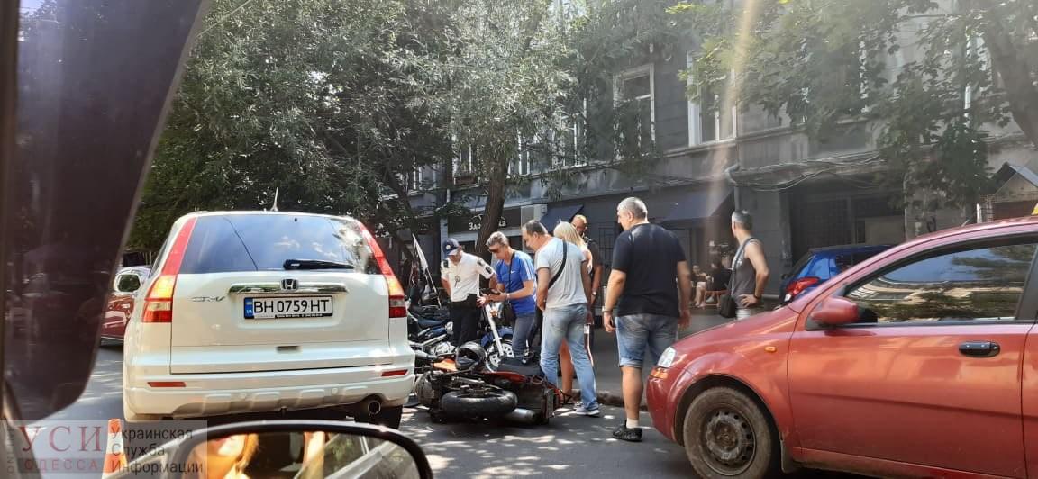 В центре Одессы столкнулись внедорожник и мотоцикл – есть пострадавшие (фото) «фото»