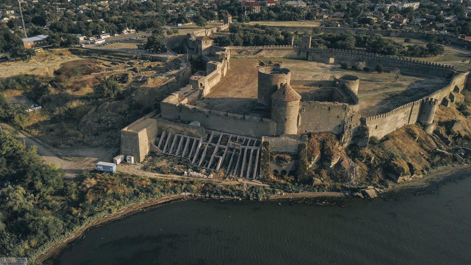 Разрушительная стихия оставила трещины в Аккерманской крепости (фото, видео) «фото»