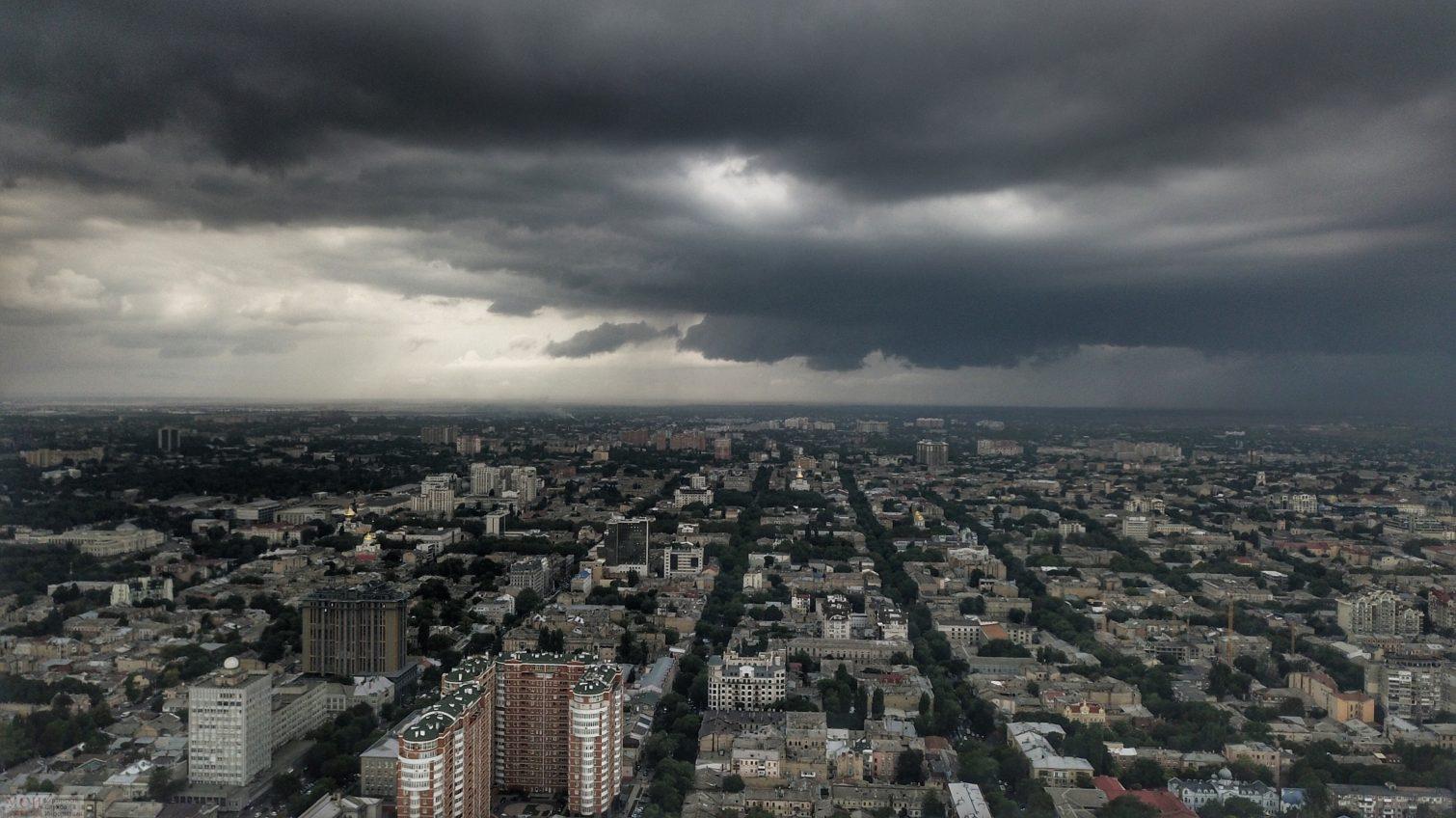 Штормовое предупреждение: в Одессе вот-вот обещают сильную грозу и ливень (фото) «фото»