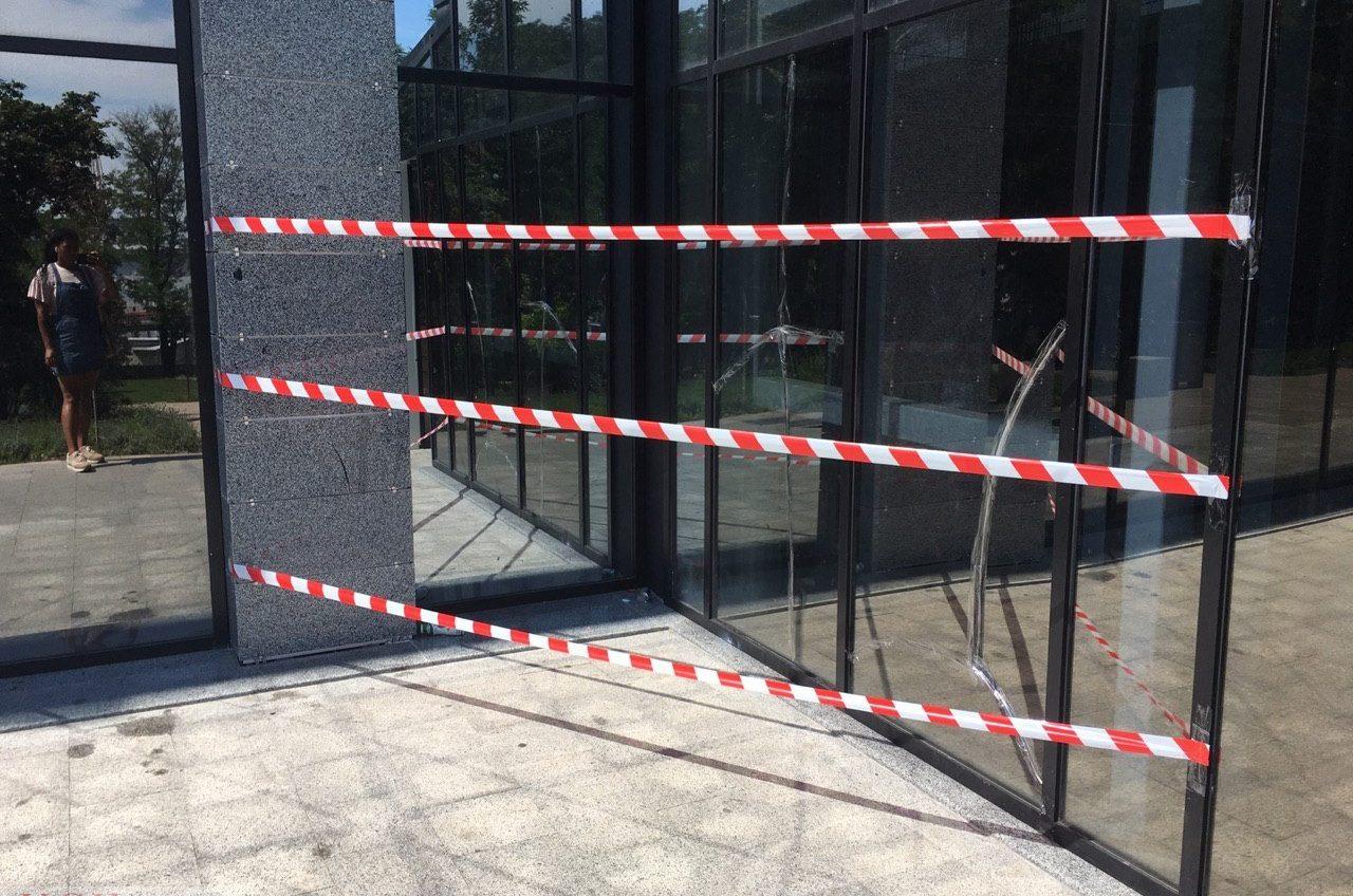 В Одессе вандалы разбили лифт, ведущий в Греческий парк (фото) «фото»