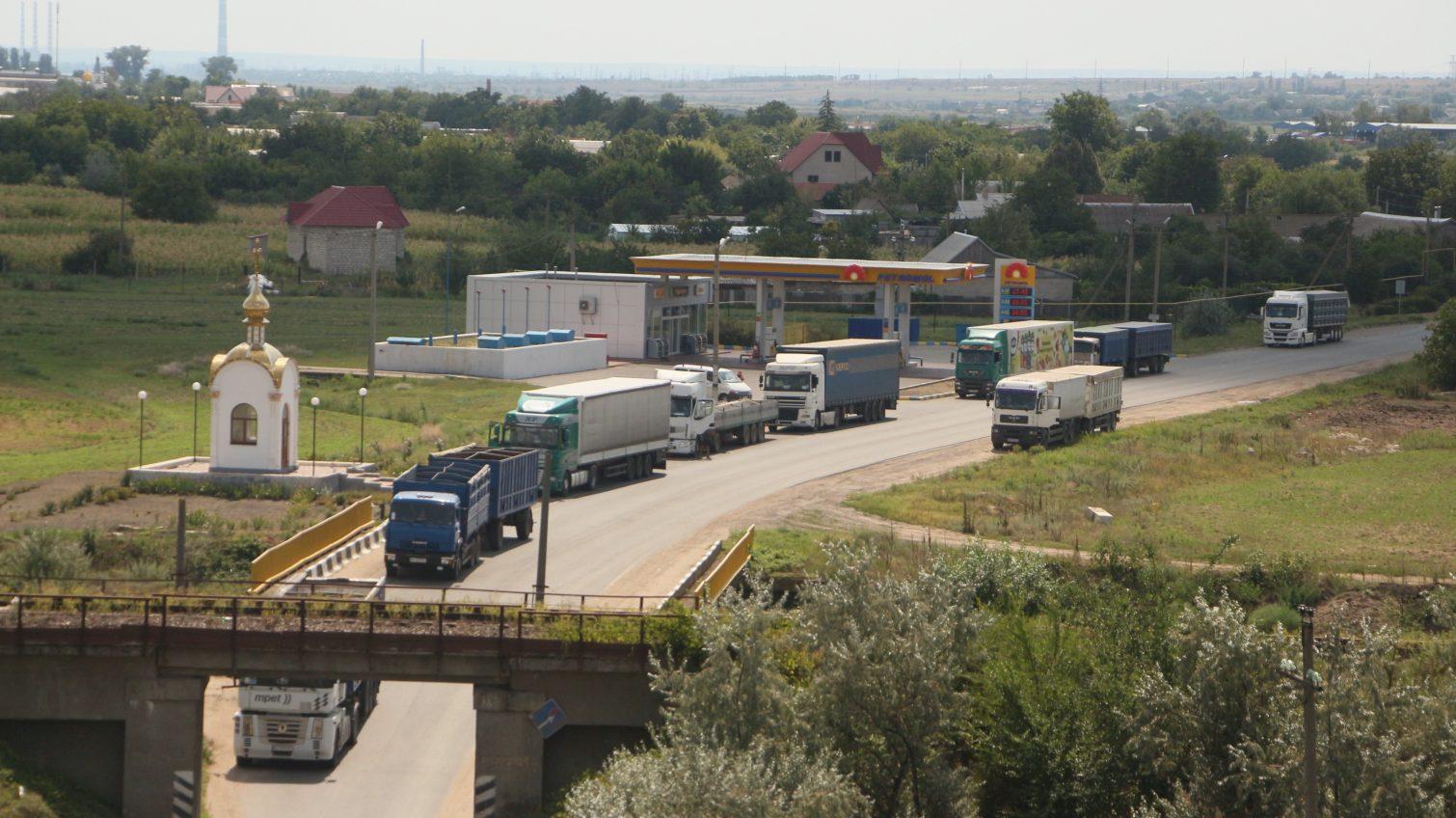 Трассу у Кучурган перекрывает глава Раздельнянского района: активисты ждут денег от новой Рады и внимания Зеленского (фото, видео) «фото»