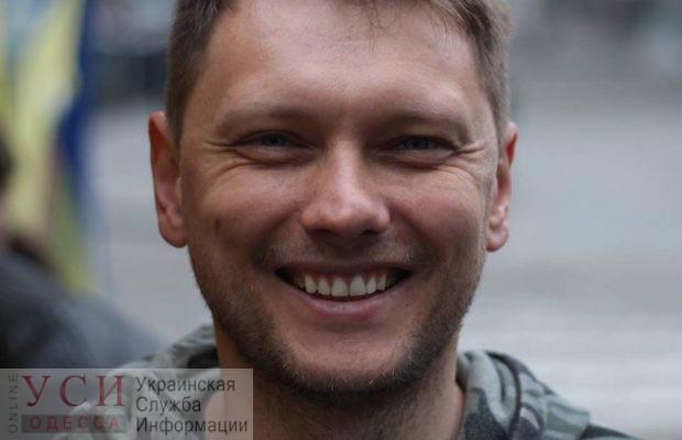 Одесского активиста, который рубил топором авто судей, исключили за прогулы из общественного совета при НАБУ «фото»