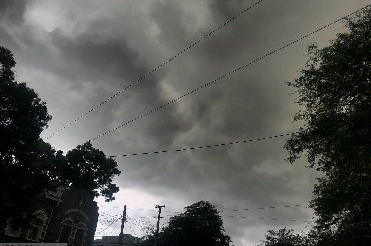 Область накрывает шторм: на трассе Одесса-Киев нулевая видимость (видео) «фото»