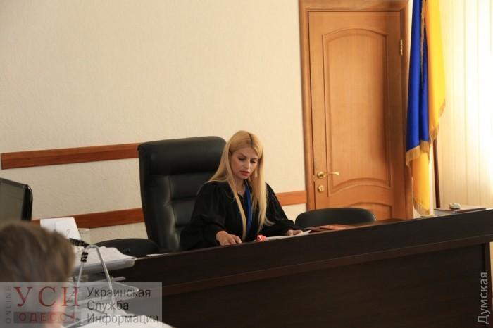 Судейские тайны: судья Мария Аракелян пользуется авто собственницы ломбарда «фото»