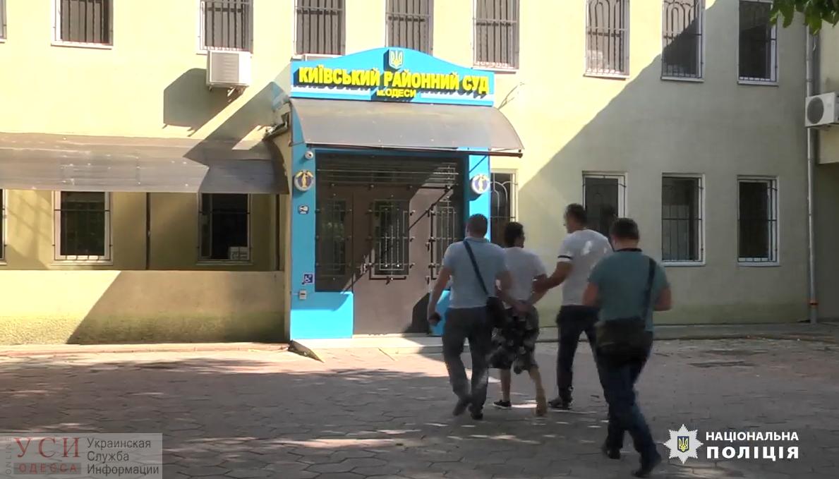 Полиция задержала рецидивиста, который стоит за массовыми лжеминированиями в Одессе (видео) «фото»