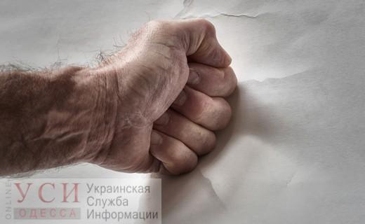 В Одессе мужчина избил ребенка за то, что тот залез на гараж — мальчика госпитализировали «фото»