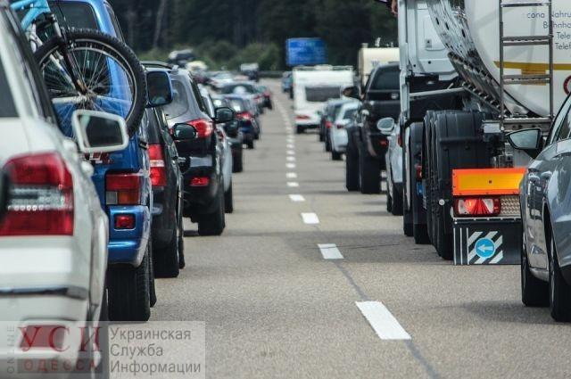 На трассе Одесса-Овидиополь образовалась большая пробка из-за ДТП, в котором погибли 9 человек «фото»