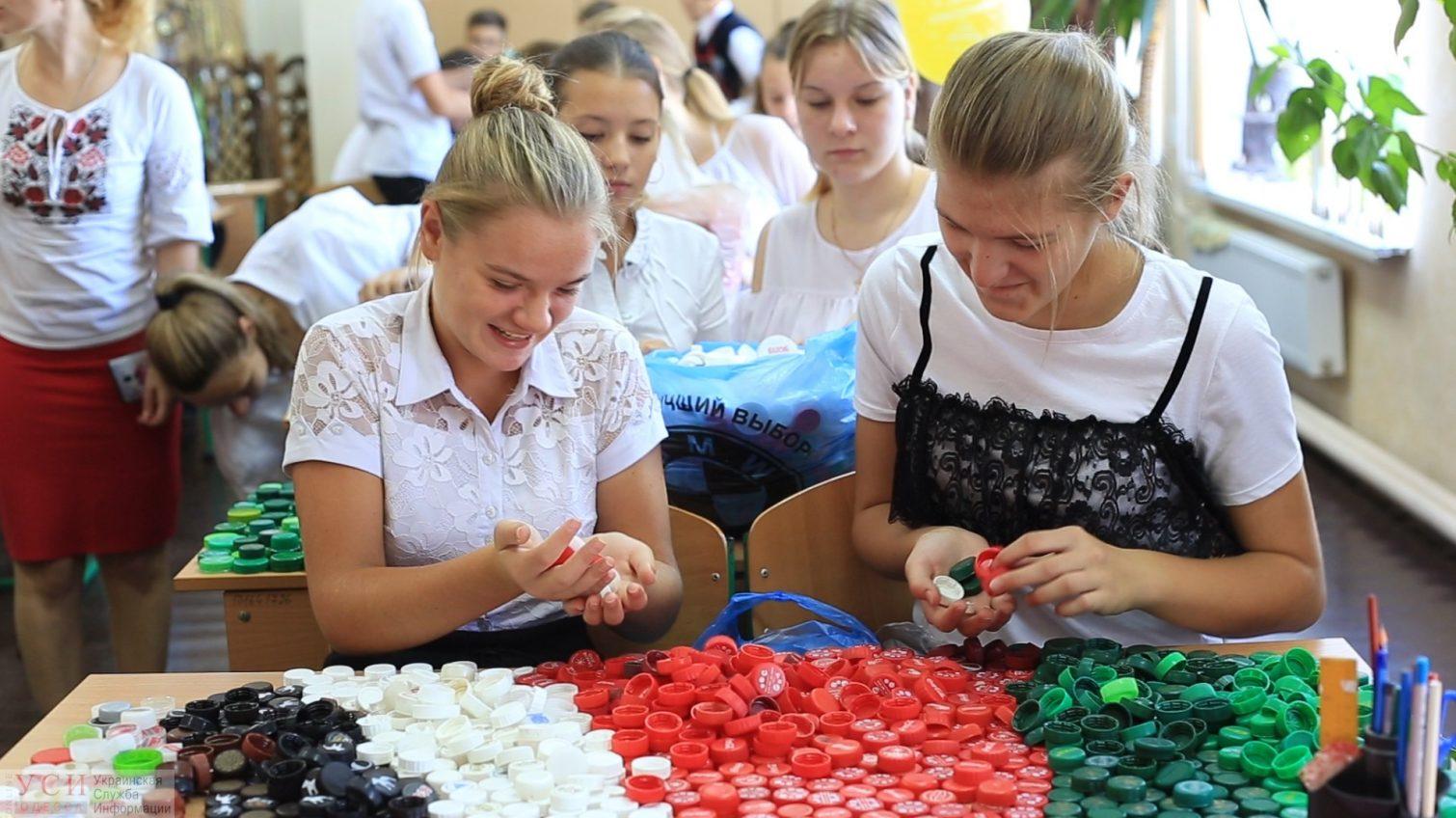 Эко — рекордсмены: в селе под Одессой дети хотят установить мировой рекорд и создают гигантскую инсталляцию из пластика (видео) «фото»