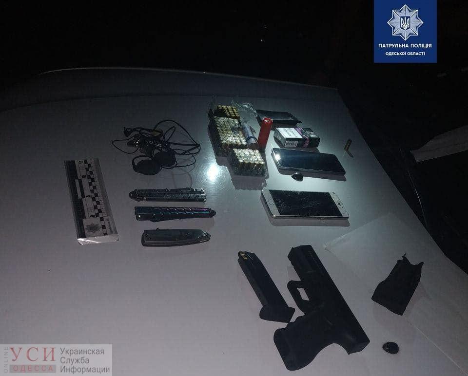 Ночью в Суворовском районе из пистолета тяжело ранили мужчину: у задержанного стрелка изъяли пачки патронов и ножи (фото) «фото»
