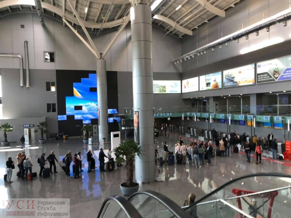 В новом терминале аэропорта теперь можно купить кофе за безналичный расчет (фото) «фото»