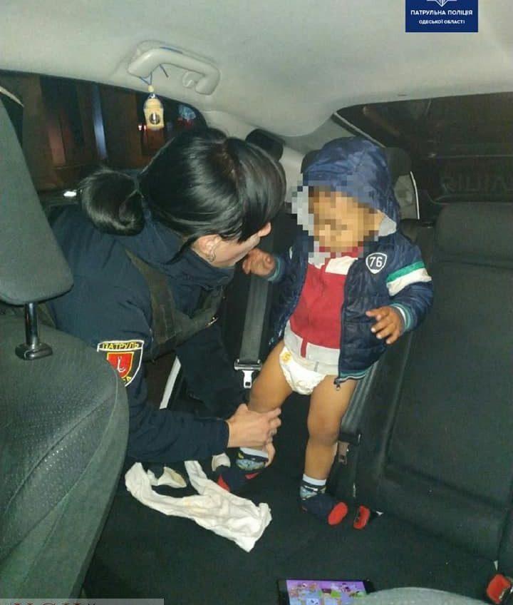 У Привоза оставили двухлетнего ребенка прямо на улице (фото) «фото»