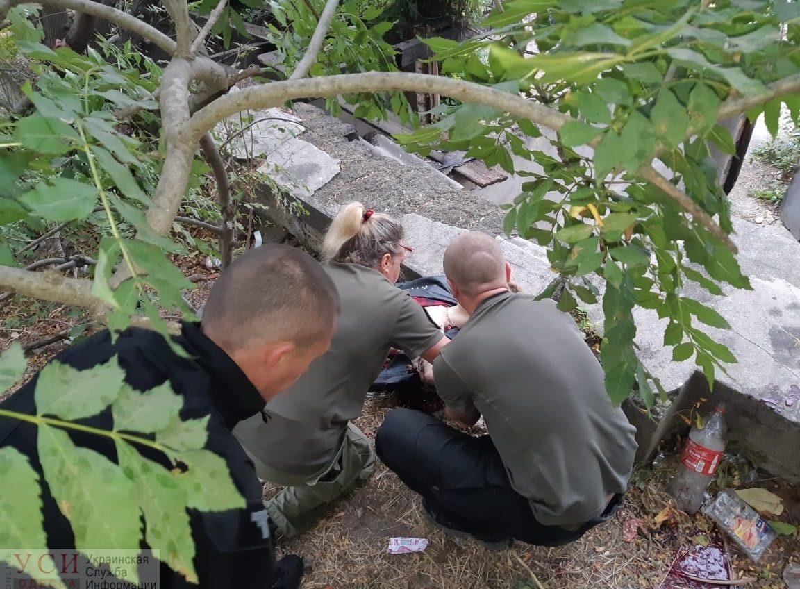 В Стамбульском парке нашли парня с перерезанными венами, его пытаются спасти (фото) «фото»