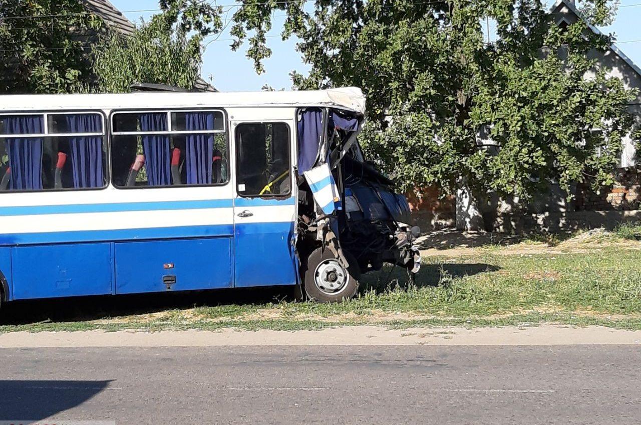 В селе Шабо столкнулись рейсовый автобус и маршрутка: пострадали 10 человек, большинство из них госпитализированы (фото, видео) ОБНОВЛЕНО «фото»