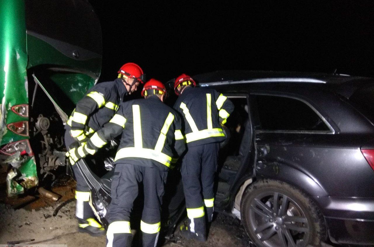Смертельное ДТП на Киевской трассе: внедорожник разбит всмятку (фото) «фото»