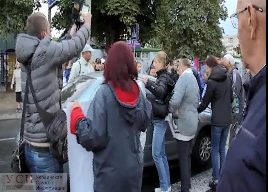 Видео наезда на протестующих на Таирова, где пострадало 2 человека «фото»