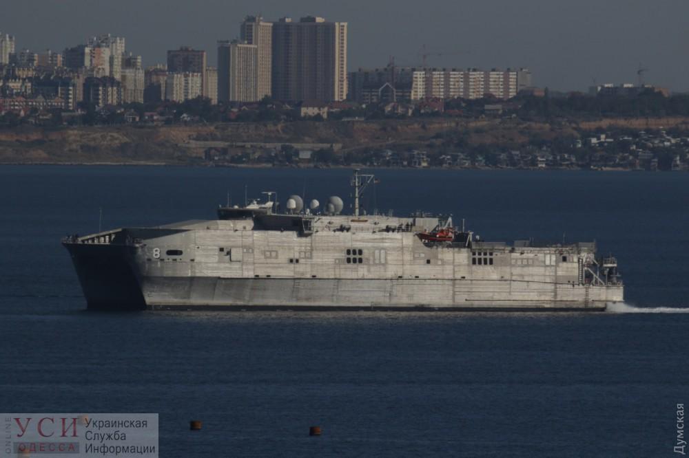 В Одесский порт зашел американский десантный катамаран «фото»