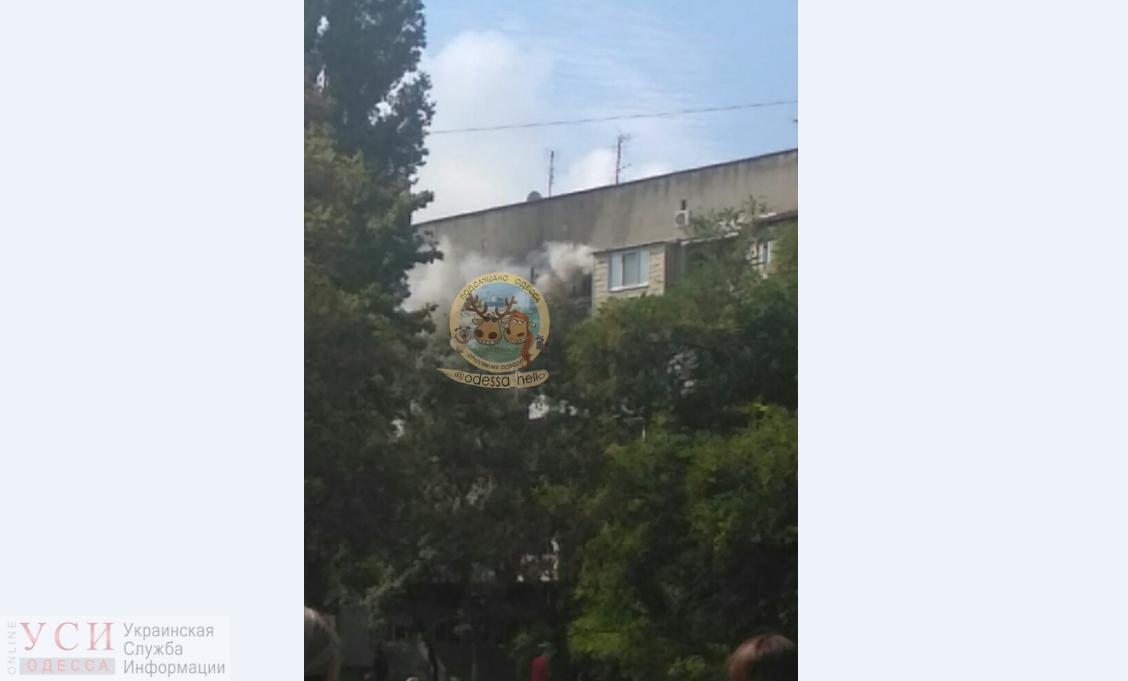 На Черемушках возле 69-й школы горит квартира «фото»