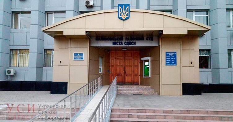 Неизвестные ворвались в зал Малиновского райсуда и стали проверять документы у всех, включая судей «фото»