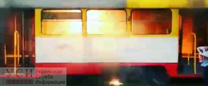В Одессе на ходу загорелся трамвай (видео) «фото»