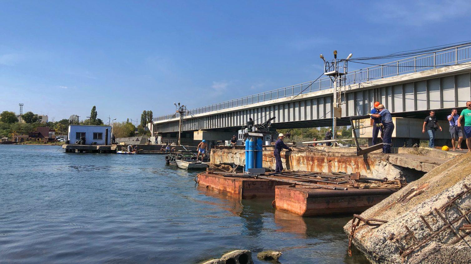 Проезд по переправе через Сухой лиман откроют уже 15 октября «фото»