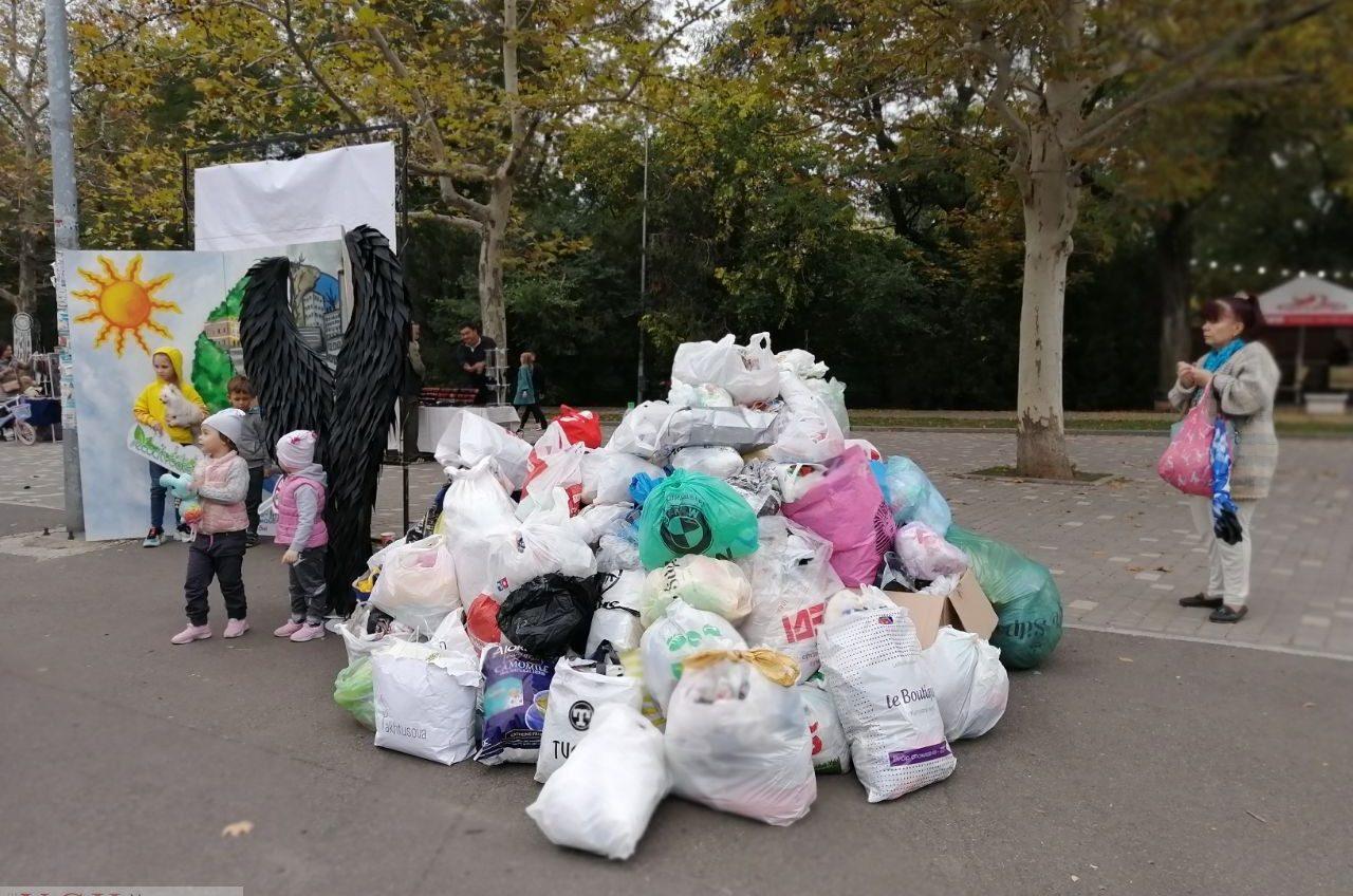 В парке Шевченко свыше 5 тысяч человек обменяли полиэтилен на эко-сумки и высадили деревья (фото) «фото»