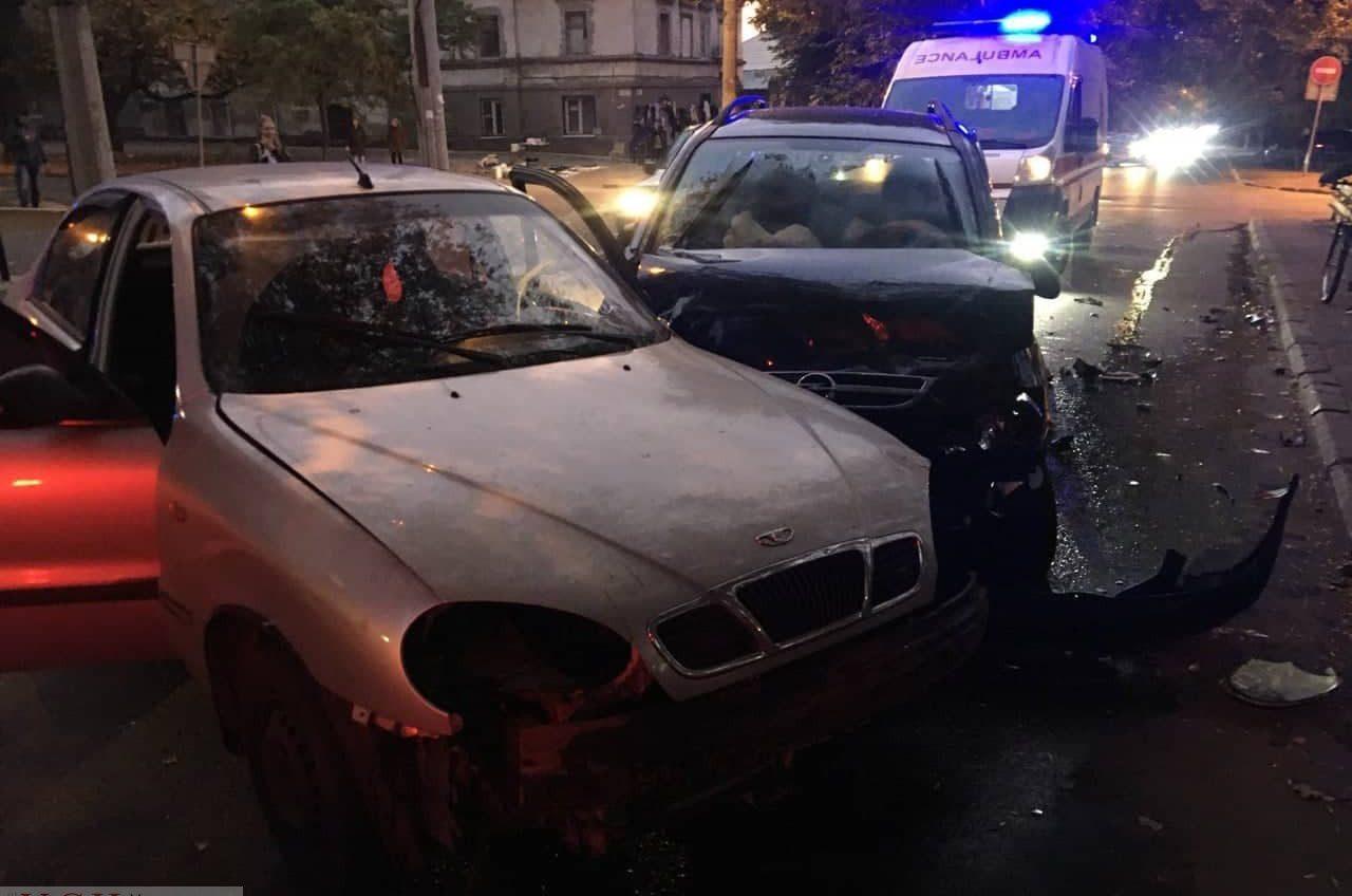 На Раскидайловской столкнулись три авто — два человека в больнице «фото»