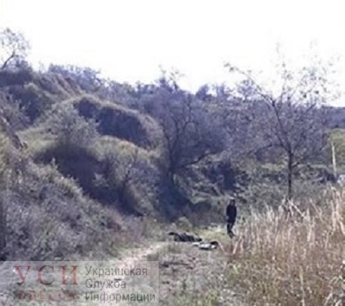 В песчаном карьере Белгорода-Днестровского нашли тело мужчины с огнестрельными ранениями (фото) «фото»