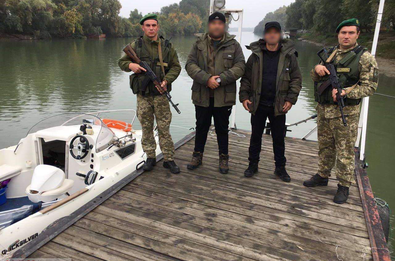 Пограничники задержали румынский катер с гражданами ЕС на борту (фото) «фото»
