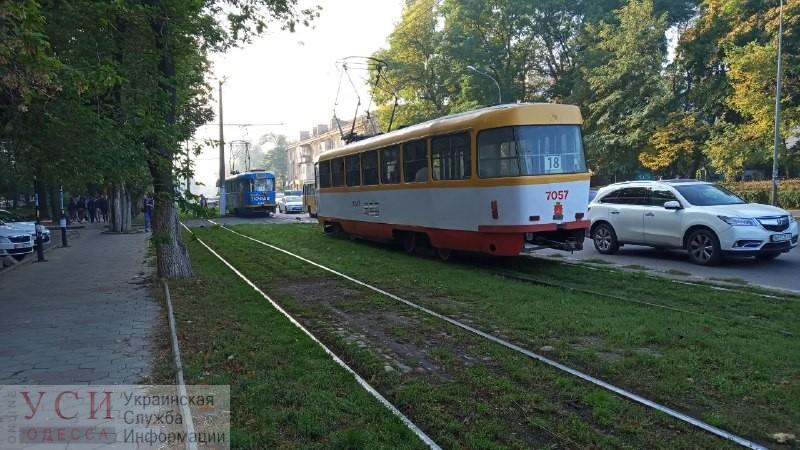 Из-за аварии на Фонтане ограничено движение трамваев – 18 маршрут ходит только до 6-й станции (фото) «фото»