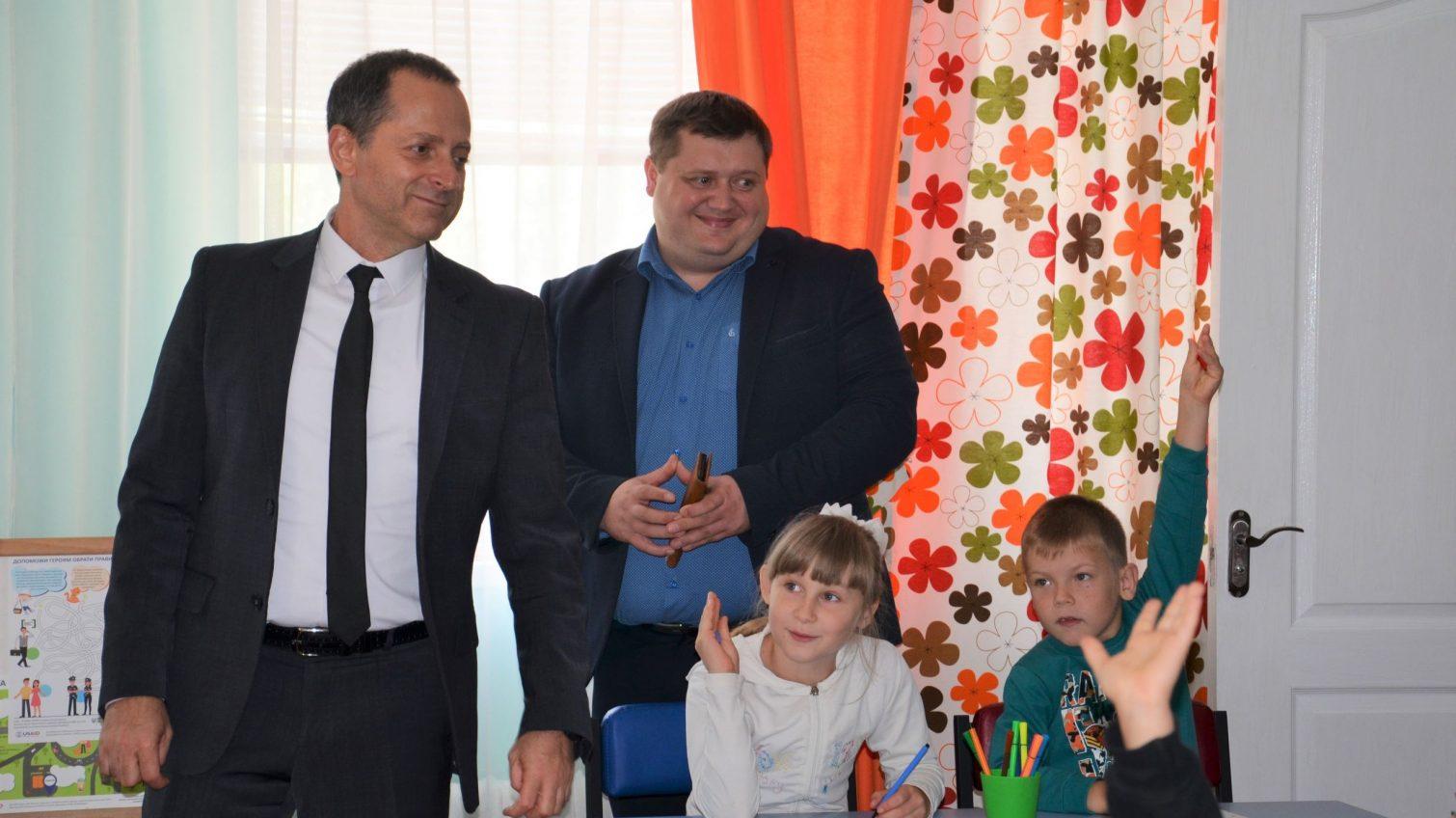 Замминистра соцполитики в Одессе: дети из неблагополучных семей не должны воспитываться в интернатах (фото) «фото»