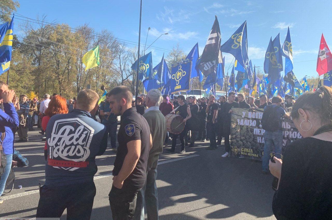 Марш в Киеве в День защитника Украины: многотысячная колонна проходит по улицам столицы (фото, трансляция) «фото»