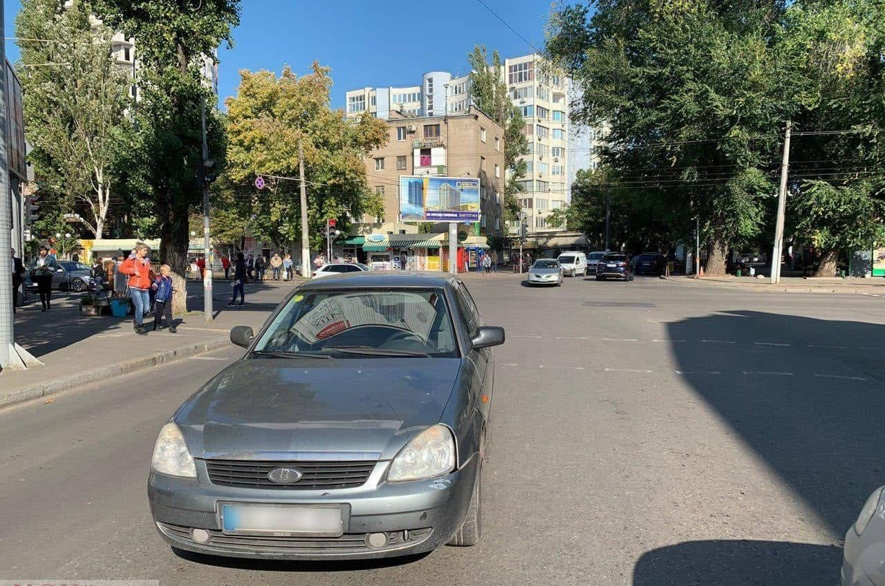 В Одессе автомобиль сбил школьника «фото»